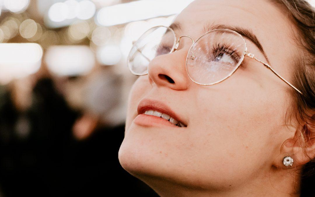 Find et par briller hos CrossEyes